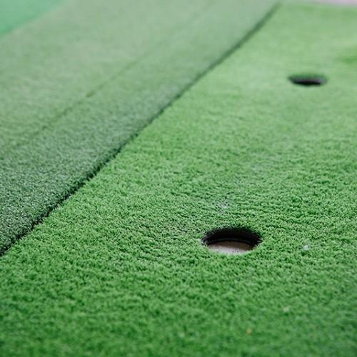 最新の人工芝を採用!